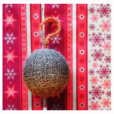 Boule de noël 8cm tricoter Marron et orange pailleté (fait main)